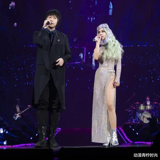 蔡依林演唱会狂撩五月天!劈头直问:要看我xx还是内裤?