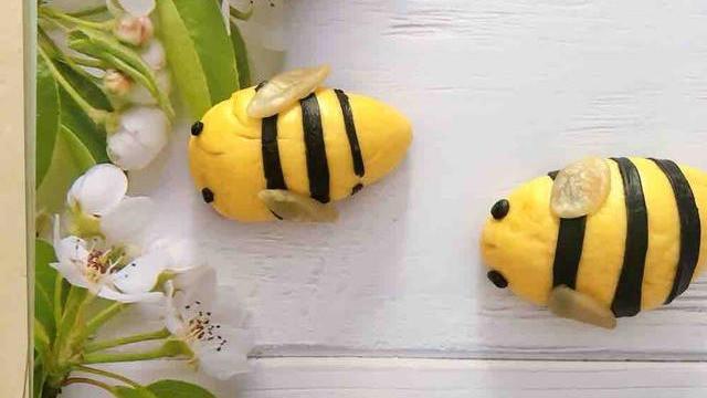 夏天想吃馒头不要出去买了,教你做蜜蜂馒头,松软香甜,营养解馋