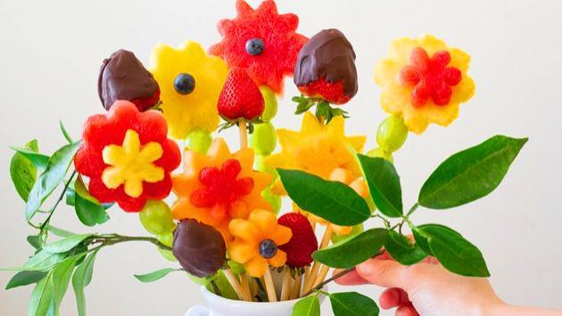 DIY制作可食用水果花束, 给炎热的夏日增添一抹清凉和爱意