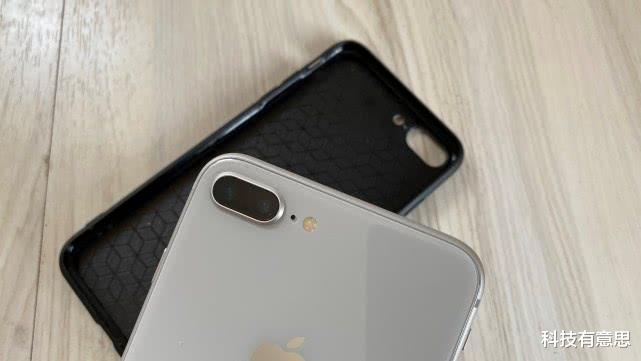 用近3年的iPhone8P,摘掉手机壳的那一刻,我决定不等iPhone12了