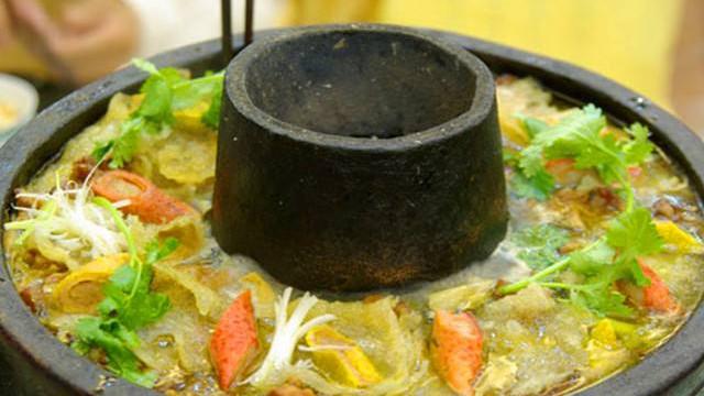 """在云南腾冲,土锅子又名""""锅子菜"""",是腾冲一道风味独特的菜肴!"""