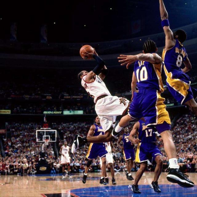 艾弗森记忆—从控卫变分卫,进攻天赋被彻底释放季后赛对飙卡特! 洛杉矶湖人队 篮球 76人 76人队 艾弗森 nba 单机资讯  第1张