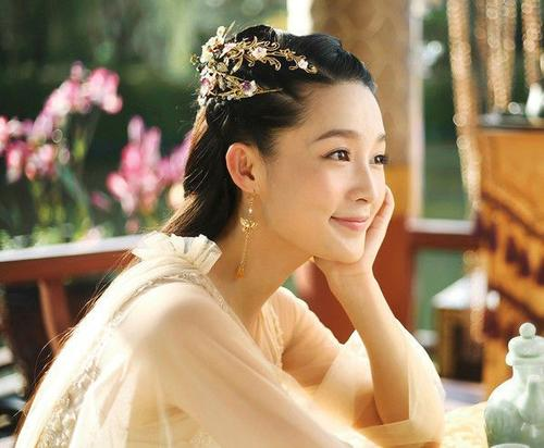 9年前她是李沁的配角,7年后李沁是她的配角,网友:风水轮流转
