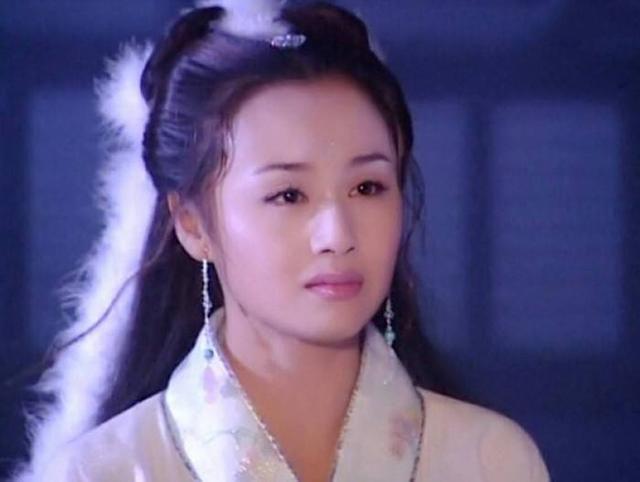 """当红时下嫁王斑,生儿子1月后被""""赶出""""家门的曹颖,如今怎样了"""