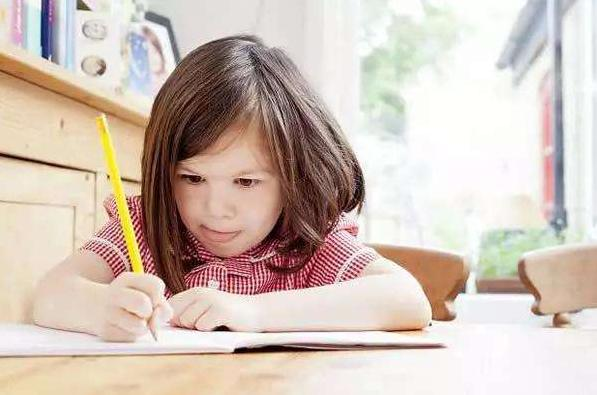 """儿子写字宛如""""印刷体"""",爸爸却笑不出来,网友:这谁笑得出来"""