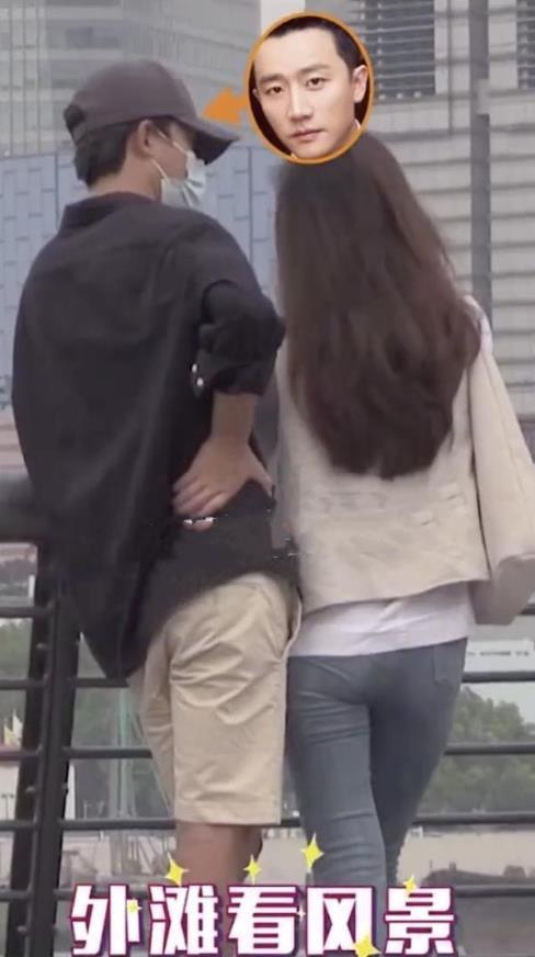"""黄轩遭女子拍屁股后大方承认恋情,晒""""拍了拍女友""""微信截图超甜蜜"""
