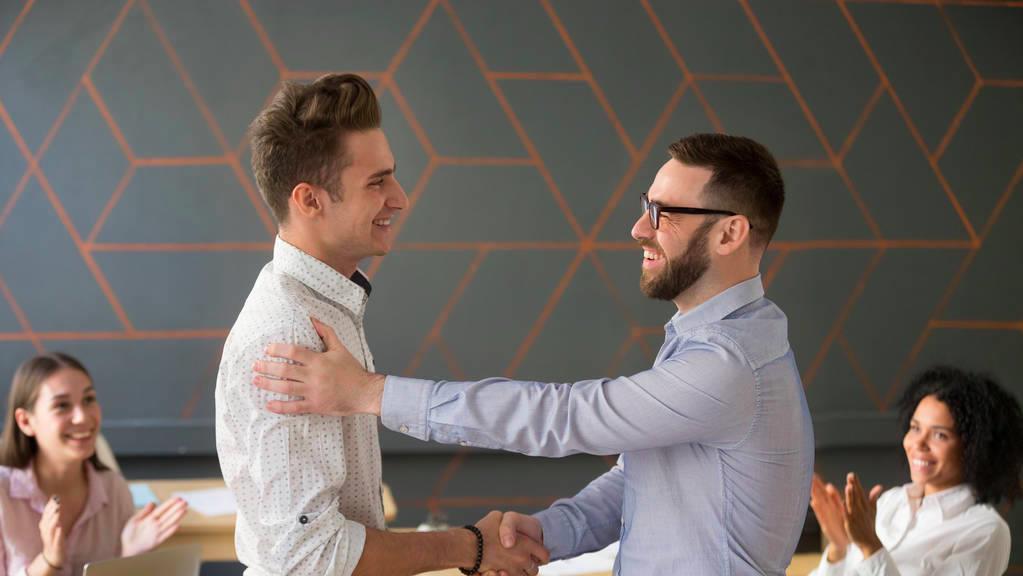 不怎么跟领导来往,但工作能力很强,你认为领导会提拔你吗?  手游热点  第1张