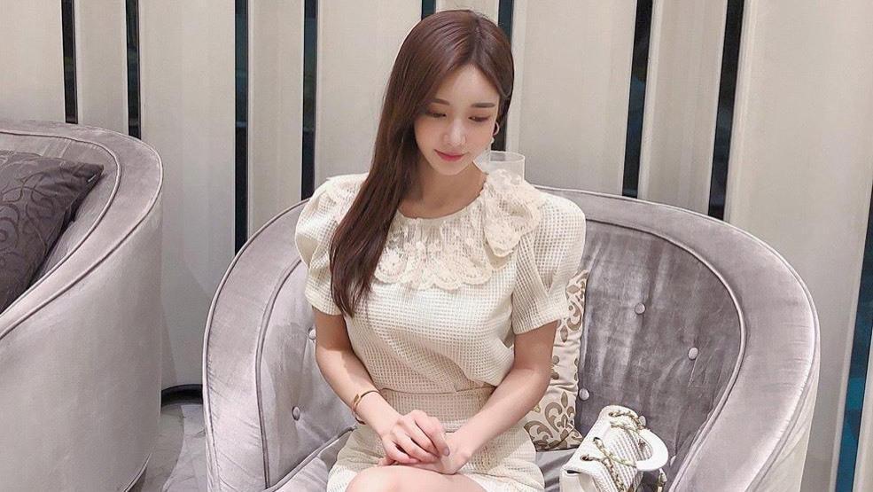韩国模特珠珠时尚穿搭:天使柏木浅彩色象牙连衣裙