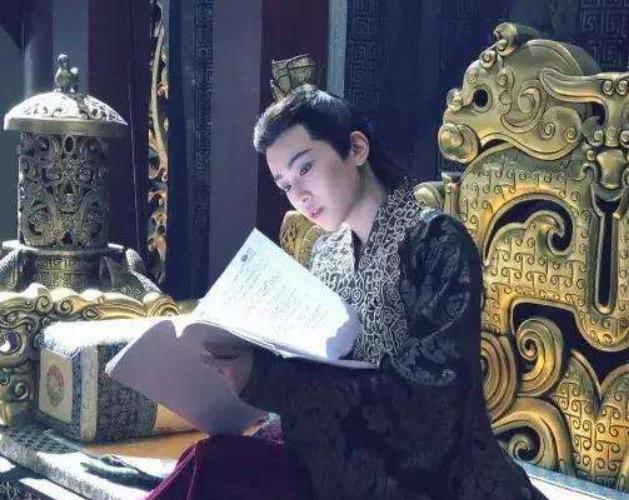 换下龙袍穿上吊带,你还能认出《庆余年》女帝吗?网友:惊艳