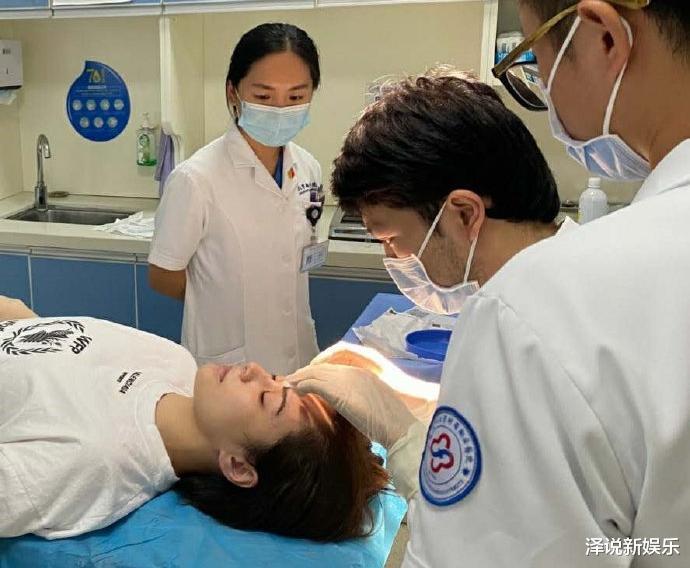 面对阿娇二次手术,蔡卓妍与周扬青举动引热议,网友: 遇见真情