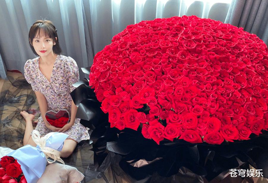 张嘉倪奚梦瑶都是富家太太,520当天微博秀恩爱,差别却很明显!