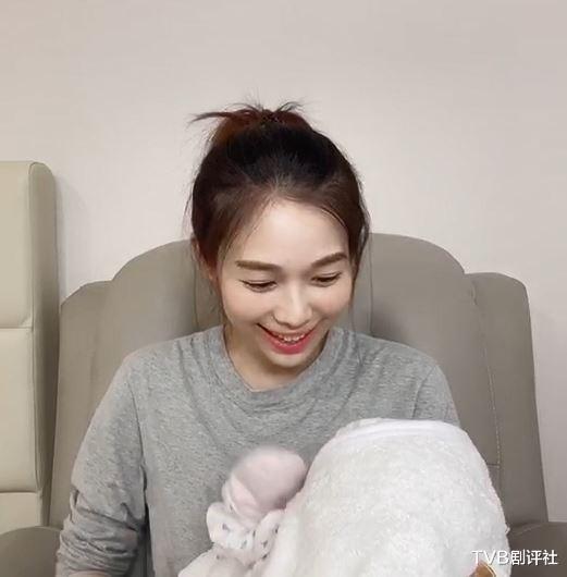 TVB小花在家抱初生女儿为新剧宣传极速修身获网友大赞靓妈插图10