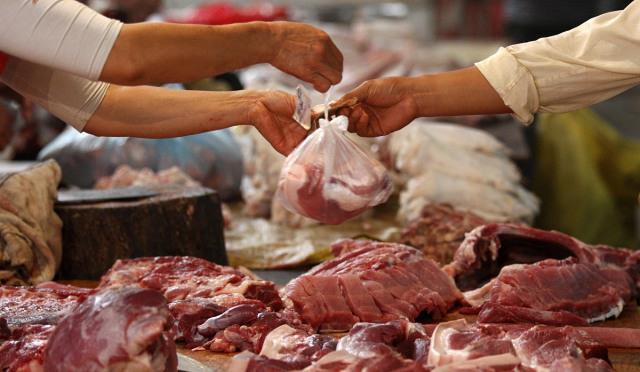 """猪肉好消息:价格跌到""""2时代"""",鸡肉带头跌,2022年猪价惨了?"""