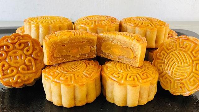 广式月饼的经典,蛋黄莲蓉月饼,教你在家做,皮薄馅大,香甜松软