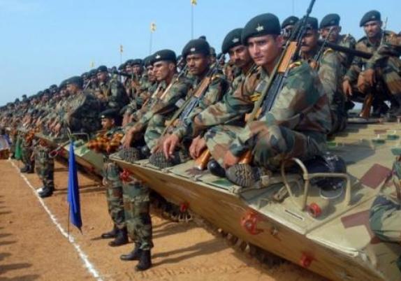 局势逐渐失控,印度边境爆发激烈枪战,大批士兵当场倒地不起