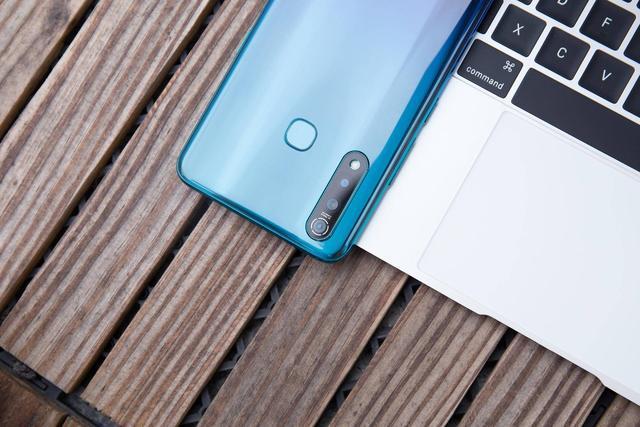 目前最值得买的3款千元机,流速屏+长续航+NFC,而且都来自国产!