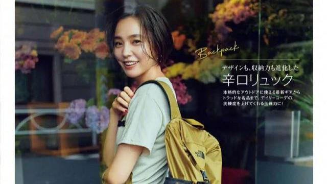 """记住,想穿搭时髦,""""帆布包包""""一定要有,日本女生几乎人手一个"""