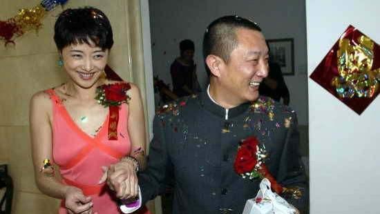 张若昀父亲张健与刘蓓两婚两离,第三任妻子90后,60多还添子?