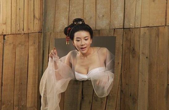 """她被称为""""花瓶"""",靠出演潘金莲广为人知,如今看她生活照还得充钱!"""