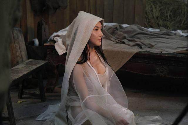 为什么她演水浒成名之后就不好好演戏,衣服反而越穿越少