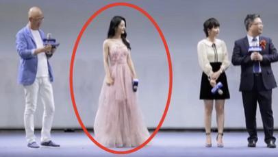 赵丽颖万元长裙被小孩踩脏,她低头说了5个字,暴露明星真实脾性