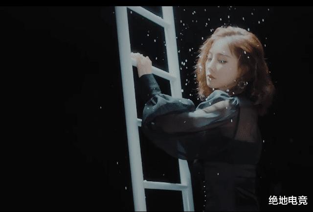冯提莫新歌《自己》,上线不久引无数人驻留,MV造型美如画