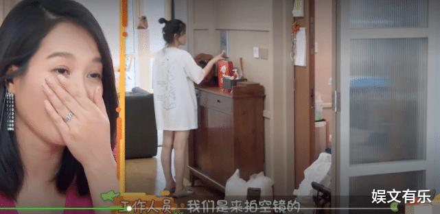 """活该?杨子姗上节目被骂""""矫情"""",白布罩家具,因摄影师穿鞋进屋崩溃落泪"""