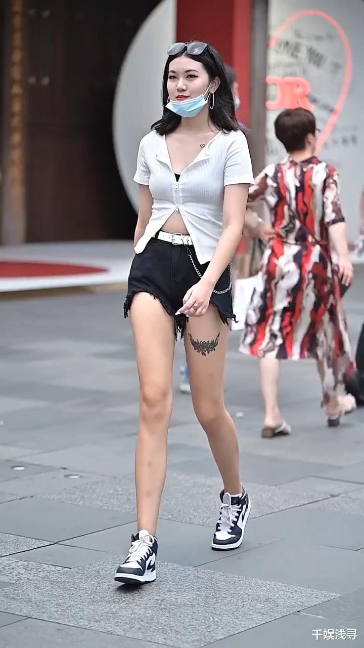 夏天还在穿连衣裙?试试开衫搭配牛仔短