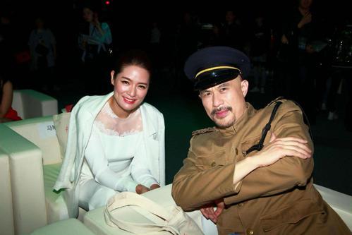 1994年,金毛狮王徐锦江拦住一陌生女兵,道:我喜欢你,我们结婚