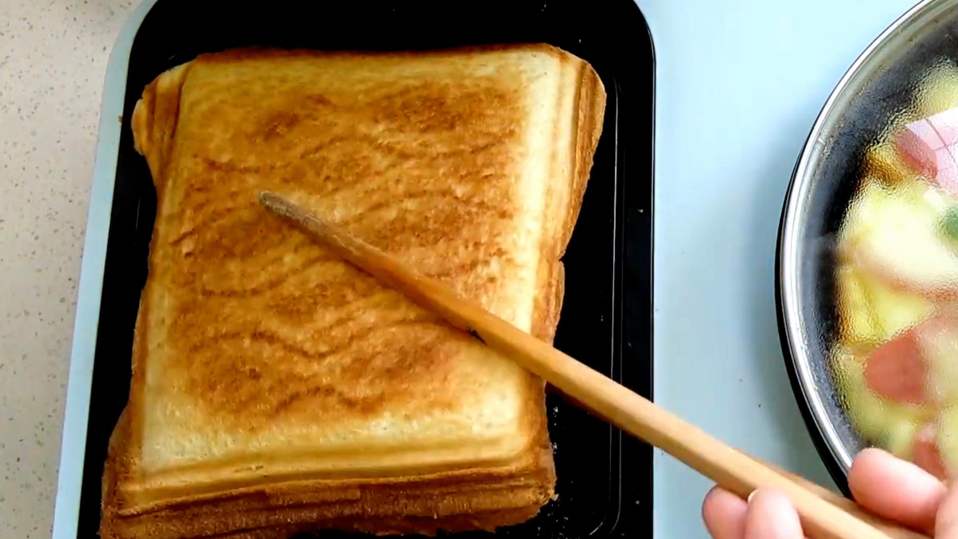 早餐要吃好,4分钟做核桃酸奶三明治,好吃营养又益脑,孩子超爱吃