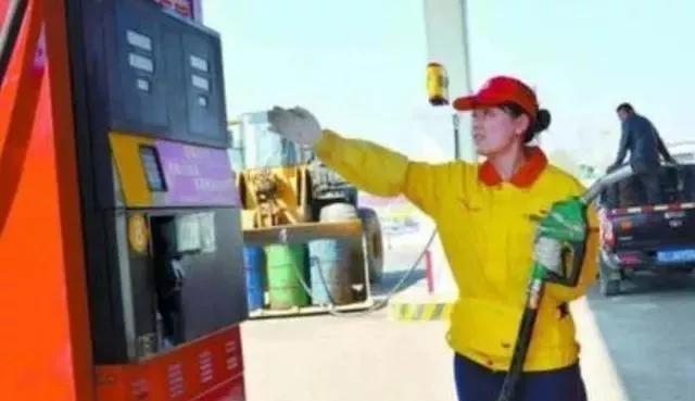 私人油站五块多一升的汽油和中石化七块多一升的汽油一样么?