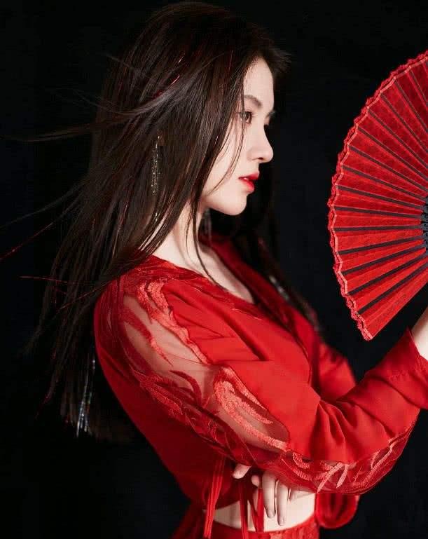 """她被评为""""华夏四千年第一美女""""!多次因长相登顶热搜榜!美也是一种困扰?"""