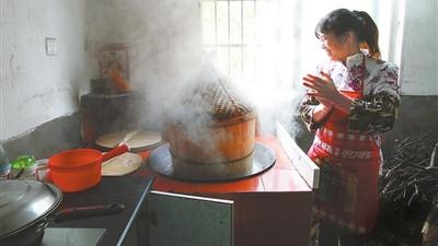 客家地区灶头的制作工艺,灶头煮饭炒菜最香,冬季还能取暖烤地瓜