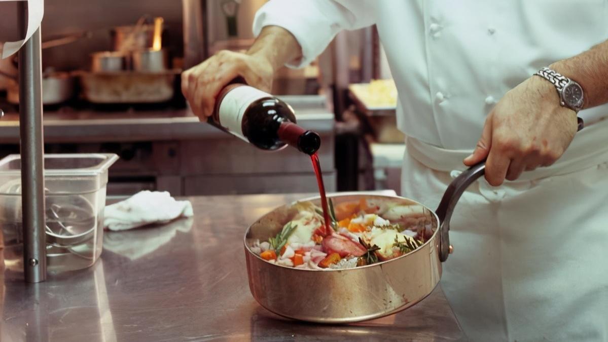 料理新手教室,将厨艺提升一个档次,关于烹饪料酒的大学问