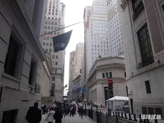 10万亿美元仅让美国坚挺了两个月,华尔街要求再次无限印钞