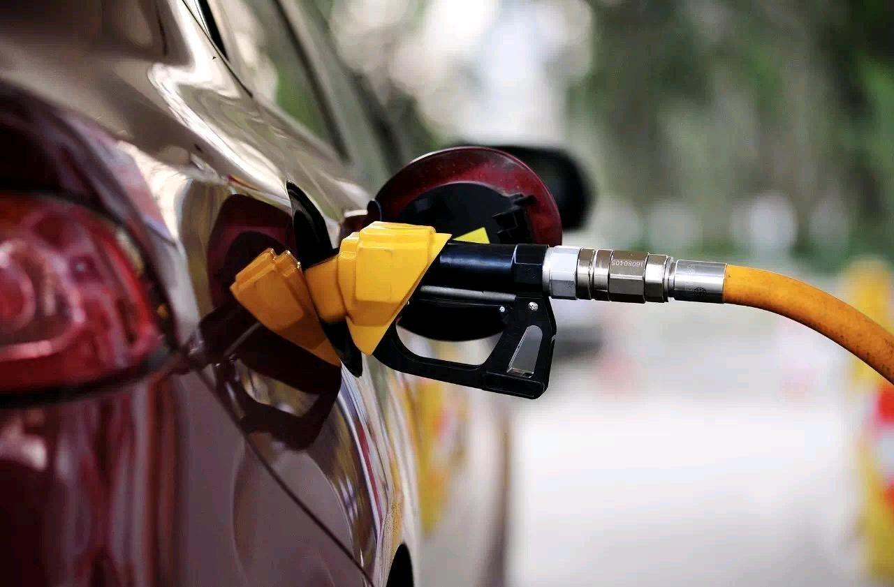油价重回5元,但好多网友加的油却是三块多每升