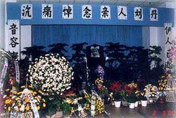 """2000年,""""香妃""""被甩车外身亡,葬礼上哭到昏厥的""""男友""""萧剑怎样了"""