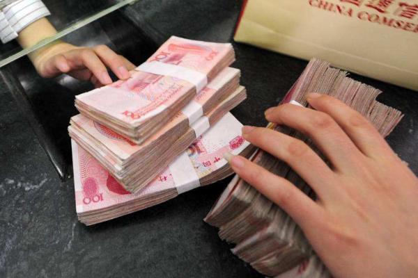 """银行经理透露:明年将会是你最""""穷""""的一年,一定要珍惜你的现金"""