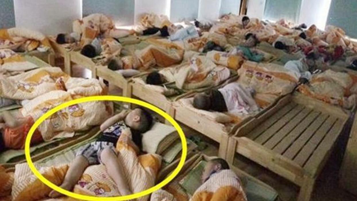 一张幼儿园午睡照让家长勃然大怒,这种情况该如何是好?