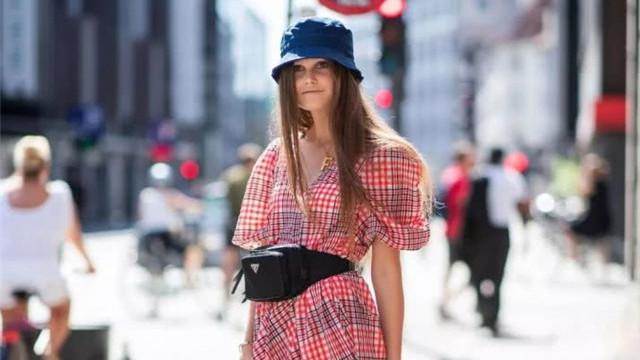 """时尚轮回!今年的""""水桶帽""""最受宠,时髦百搭又显脸小,太美了"""
