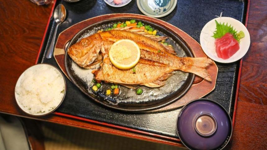 冲绳美食|隐藏版超一流鲜鱼料理,超大现烤活鱼比海港料理还美味