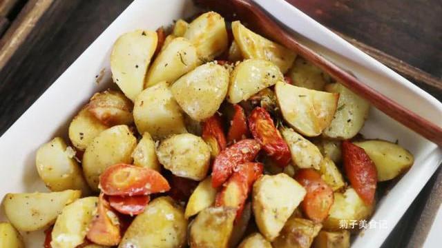 简单易做的低脂迷迭香烤土豆,治愈你挑剔的味蕾