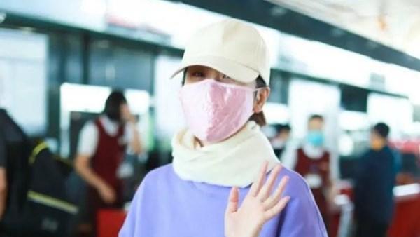 海清赶机场包裹严实,穿着翻边牛仔裤,本人:那个是姐姐的毛护腿