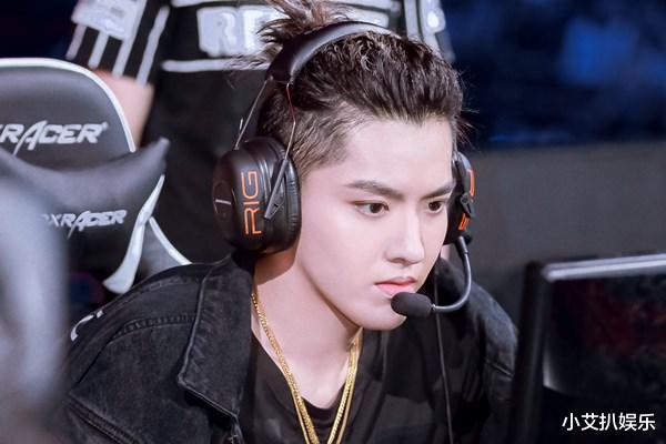 《【煜星娱乐公司】被质疑?王俊凯成为游戏代言人,他比历年LPL参赛男艺人强在哪里?》