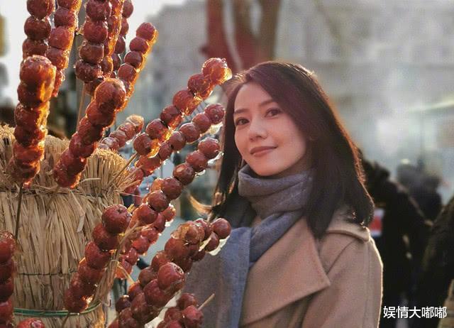 """高圆圆带女儿冒险飞上海,为年幼女儿做防护措施""""滴水不漏"""""""