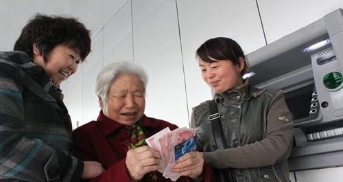 """cf宿命2_农民以前""""咬牙""""交公粮,现在应该领取养老金吗?专家:不现实!"""