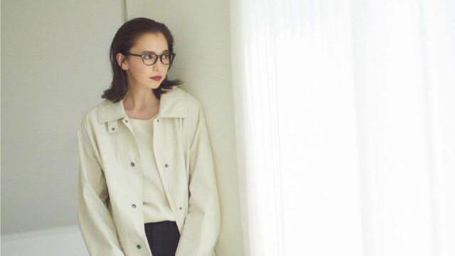 """早秋的高级美,我建议你穿""""象牙白"""",日本优衣库的穿搭供你借鉴"""