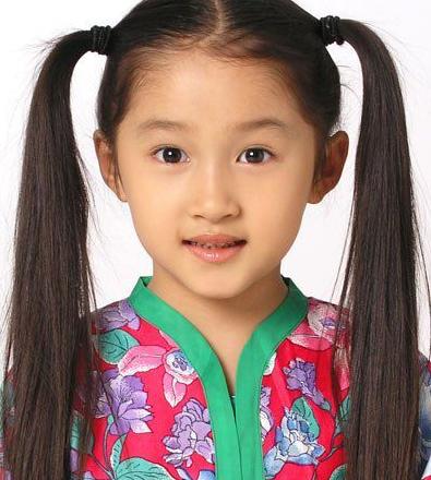 4岁出道8岁成名, 十几岁开百万豪车上学, 亲爹: 都是她自己赚的!