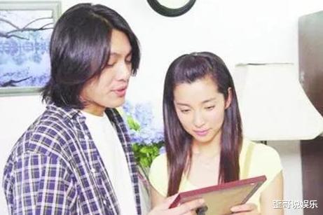 2004年深夜,朱孝天冲进酒店电梯,一把抱住李冰冰狂亲,整夜未出
