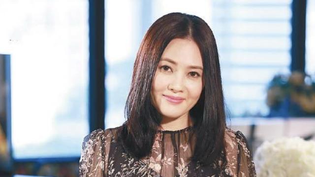 54岁李丽珍自掏腰包花千万为女儿买房,23岁许倚榕颜值高遗传母亲
